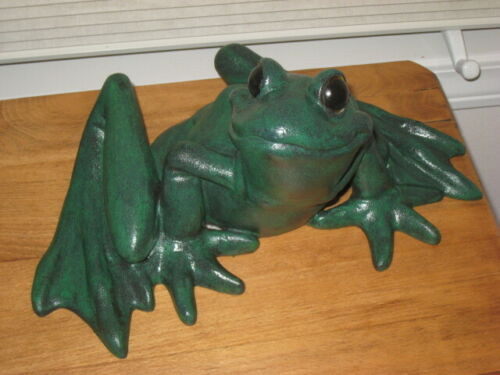 LARGE GREEN FROG – LAWN ORNAMENT
