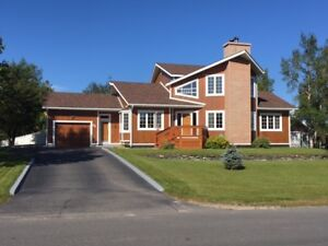 FOR SALE BY ROYAL LEPAGE - 55 Valleyview Drive