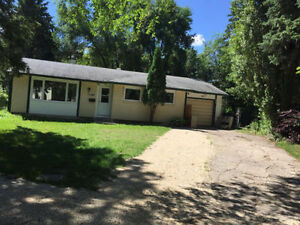 Spacious House in Fort Richmond; Close to Uni of Manitoba