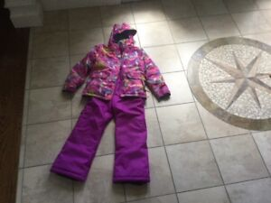 GIRLS SIZE 8 TWO PIECE SNOWSUIT.   GREAT CONDITION