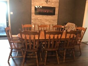 Solid Oak dining room set in excellent condition