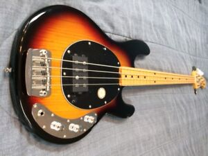Basse Sterling Ray 34 Classic