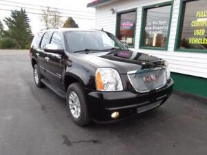 2013 GMC Yukon SLE 7 Passenger 4x4 (upgraded wheels!)