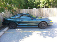 95 Ford Mustang base *103,000 original kms* *well maintained*
