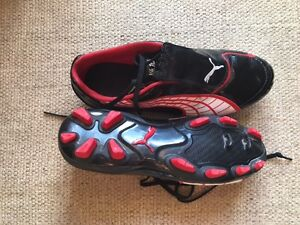 Puma Soccer Shoes V4.10 size 8 boys / mens Windsor Region Ontario image 1
