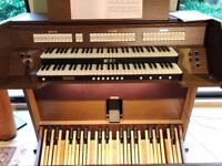 Viscount Jubilate 232 organ in very nice condition with 2 manuals, concave 32-pedal board and bench