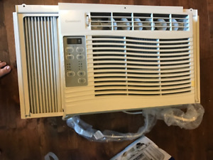 WINDOW AIR CONDTIONER - USED ONCE