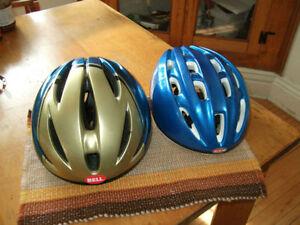 Accessoires de vélo: casques, vetements, guidon etc