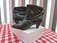 LADIES DARK GREY ANKLE BOOTS SIZE 5 - NEVER BEEN WORN