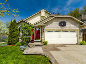 OPEN HOUSE SAT JUN 16 & SUN JUN 17 104 Hepburn Cr., Hamilton