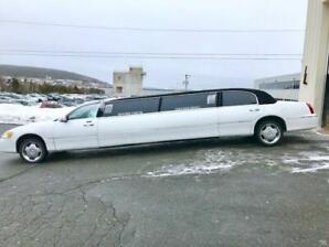 2002 8 Passenger Lincoln Town Car Executive Stretch Limo