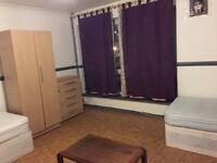 SPACIOUS NICE TRIPLE ROOM MINUTES AWAY FROM MILE END STATION, ZONE 2.