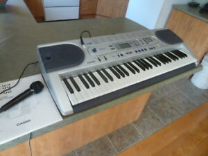 Casio lighted keys keyboard / Piano clavier