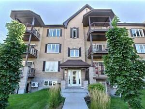 4 1/2 Condo - 2min from train station - possibility of 2 parking