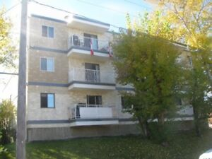 RIVERSIDE MEADOWS - 1 bdrm ADULT ONLY-FREE Laundry in...