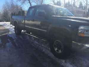 2002 Chevrolet Silverado 2500 Coupe (2 door)
