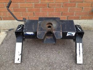Reese 14k fifth wheel hitch does not include rail kit, $200