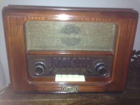 Antique Style Wooden Daklin Radio/CD Player