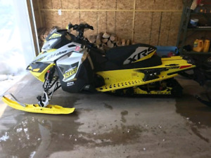 2016 XRS  Skidoo 800 etec sled snowmobile