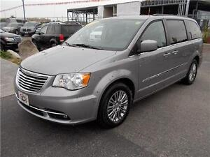 2014 Chrysler Town & Country Touring Windsor Region Ontario image 4