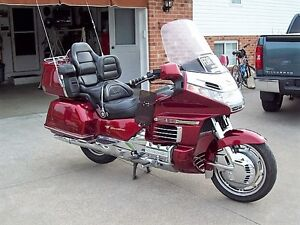 MINT condition 2000 Goldwing GL1500..  MUST SEE!!