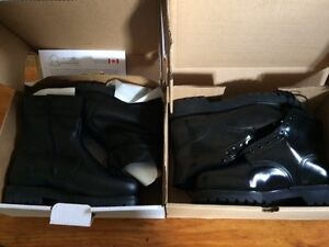 NEW CF service boots 4 pairs