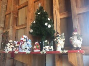 Large inventory of assorted Xmas Decorations - excellent cond.