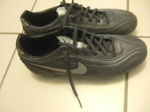 size 9.5 soccer shoes Nike, 5450