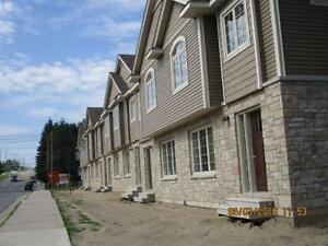 Townhouses on Squires St Avaible now or leases starting  Sept. 1