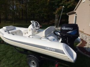 2012 Grand Center Console Dinghy