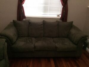 4 piece living room set Excellent Condition!