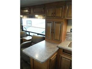 2016 Puma 30RKSS Rear Kitchen Travel Trailer with Slide Stratford Kitchener Area image 8