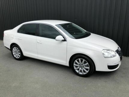 2009 Volkswagen Jetta 1KM MY10 77 TDI White 5 Speed Manual Sedan