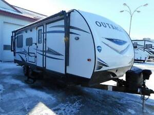 LAST ONE 2018 OUTBACK 240URS LIGHT WEIGHT TOY HAULER