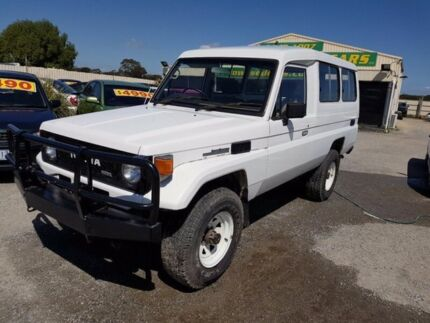 1988 Toyota Landcruiser HJ75RV (4x4) 11 Seat White 5 Speed Manual 4x4 TroopCarrier