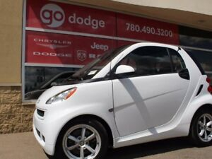 2011 smart fortwo Pure / Heated Front Seats / Moonroof