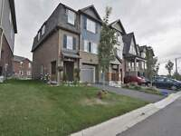Mount Pleasant**3Br End Unit Townhouse*Creditview/Sandalwood !!