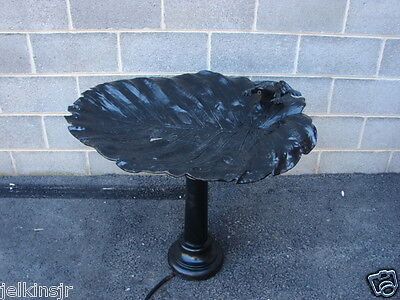 VIRGINIA METALCRAFTERS HARVIN LEAF SHAPED GARDEN FOUNTAIN WITH FROG MOTIF