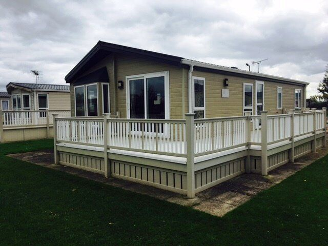 2 bedroom lodge with huge decking on premium plot!!!!