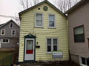 STUDENTS! FULLY RENOVATED! 8 MONTH LEASE FROM SEPT! 93 Linton