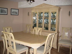 BUFFET & HUTCH  with TABLE & CHAIRS (6)