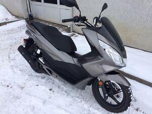Scooter Honda 150cc, PCX150 , Seulement 2070km