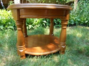 Solid Wood Round 2-Tier End Table/ Coffee Table