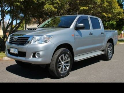 2015 Toyota Hilux HILUX 4X4 SR 3.0L T DIESEL MANUAL DOUBLE CAB 1R61220 002 Silver Sky Manual