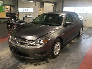 2012 Ford Taurus SE *Low Kms!