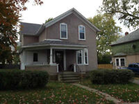 1 BDRM AVAIL-LRG HOUSE HIGH CEILINGS-5 GUYS LOOKING FOR ROOMMATE