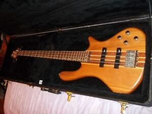 2006 Washburn Taurus T24 Bass Guitar Natural Mahogany