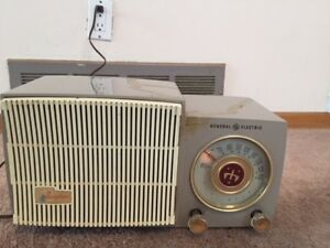 Vintage General Electric Musaphonic AM Radio