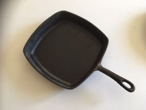 4 Cast iron frying pans