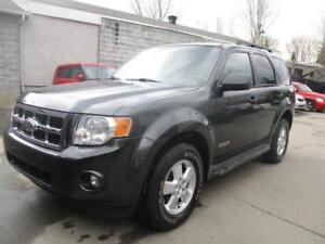 2008 Ford Escape XLT ( 4 CYLINDRES - 4x4 - PROPRE )